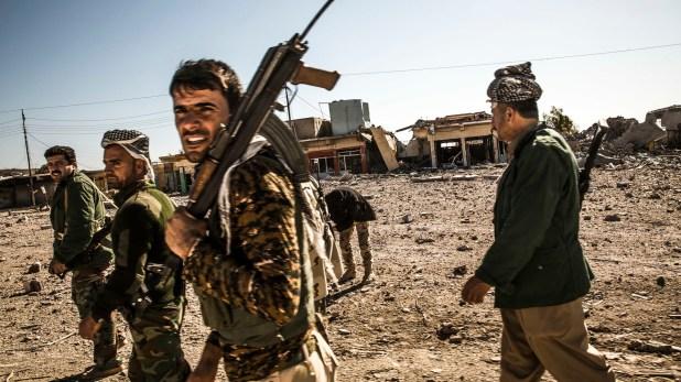 Soldados kurdos que forman parte de las Fuerzas Democráticas Sirias, apoyadas por Estados Unidos