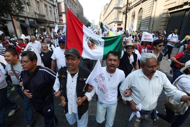 """En la marcha principal, que se dio en la Ciudad de México, se escucharon consignas como """"No + gasolinazos"""" o """"¡Fuera Peña!"""""""