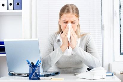 El abuso de esta medida de confort expone al cuerpo a mayor susceptibilidad para desencadenar dolor de garganta, rinitis, tos y broncoespasmo (iStock)