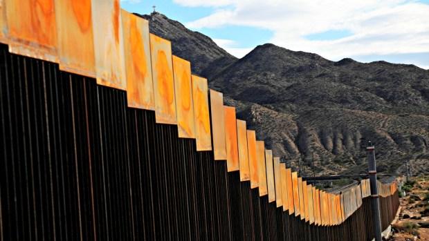 Trumpbusca nuevamente avanzar con el muro con México