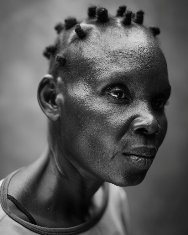 Gente, segundo premio. Singles Hellen (41) vive con una enfermedad mental. Robin Hammond, NOOR Images for Witness Change