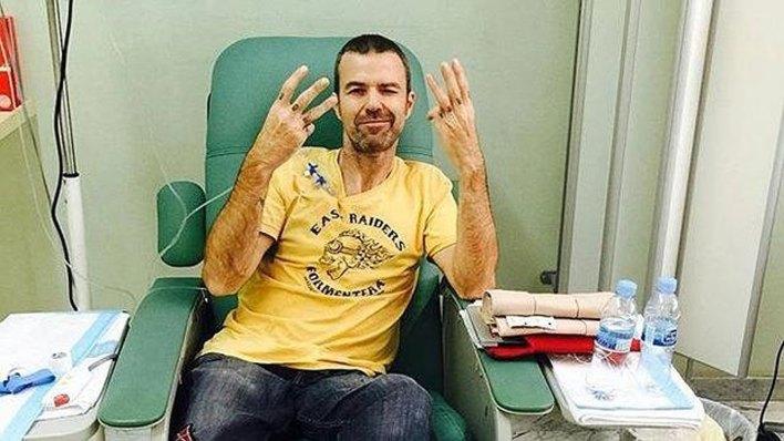 El músico compartió en las redes sociales fotos del tratamiento que realizó en el hospital