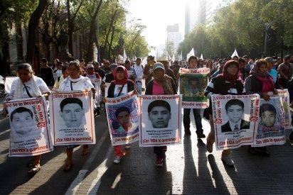 Protesta por desaparición de los 43 normalistas de Ayotzinapa (Foto: REUTERS/Carlos Jasso)