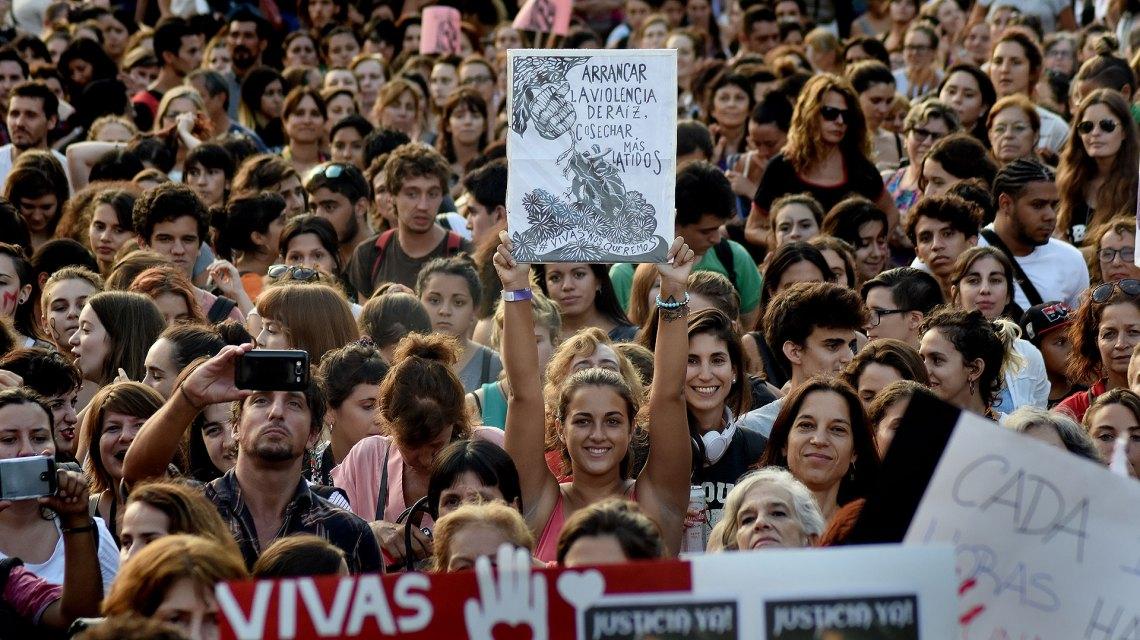 Multitud en la marcha del #8m de 2017, Plaza de Mayo