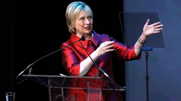 Hillary Clinton se manifestó todavía estupefacta por su derrota. (AFP)