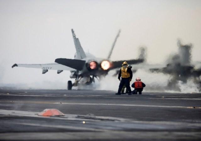 El portaaviones está preparado para trasladar jets F18