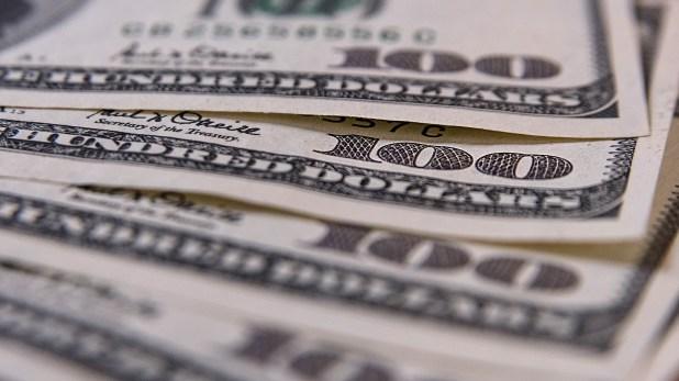 En bancos y casas de cambio, el público pagó el dólar 17 centavos más caro a 39,07 pesos (Adrián Escandar)