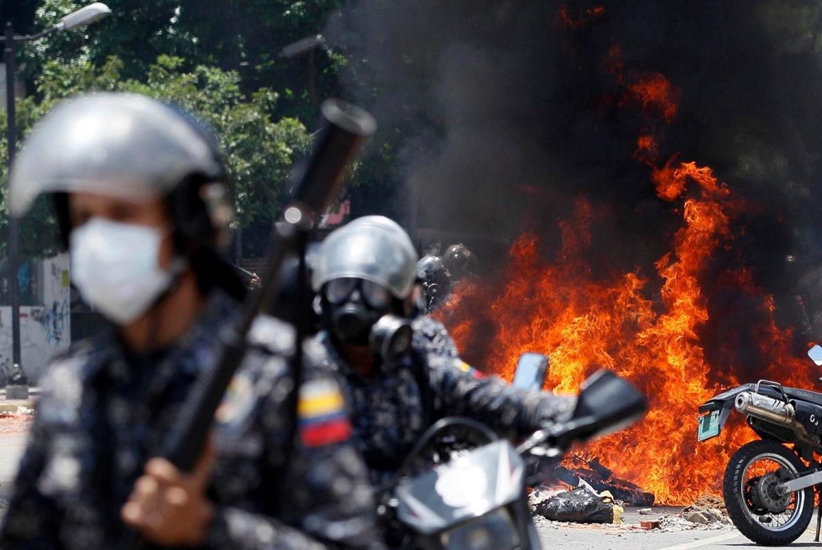 La represión de las fuerzas de seguridad chavistas fue absoluta durante las últimas 24 horas. El resultado fue sangriento: 16 manifestantes fueron asesinados a manos del estado (AP)