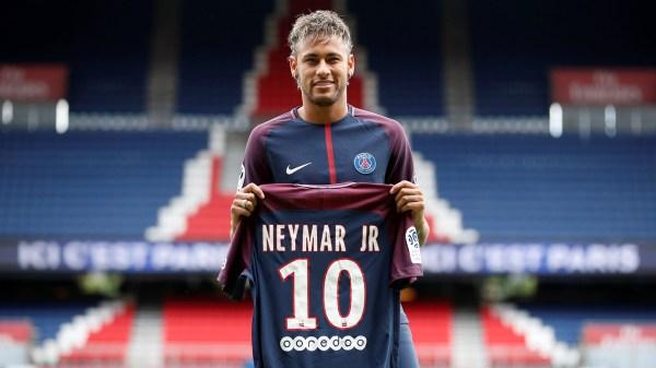 3/8 el PSG de Francia paga 222 millones de euros para quedarse con el pase de Neymar