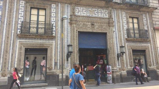 La Casa de los Azulejos, uno de los grandes edificios del centro de la capital mexicana