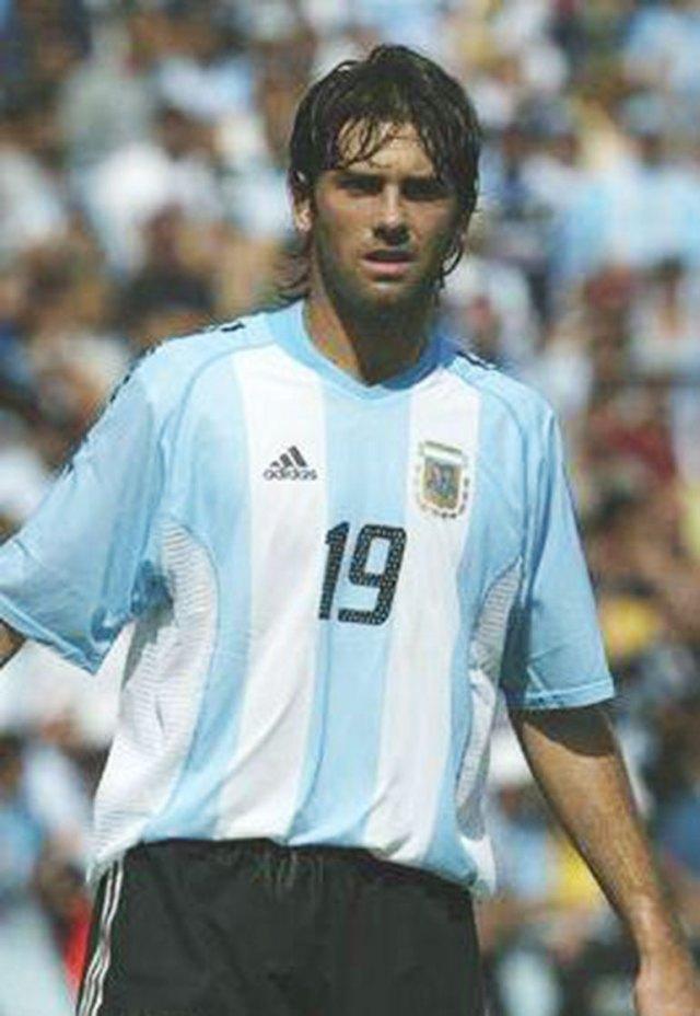 En 2003 fue convocado por Bielsa para tres amistosos de la selección argentina