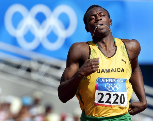 La carrera profesional de Usain Bolt comenzó en 2004, año en que debutó en sus primeros Juegos Olímpicos. donde quedó eliminado en la primera ronda de los 200 metros con un registro opaco de 21,05 segundos (AP)