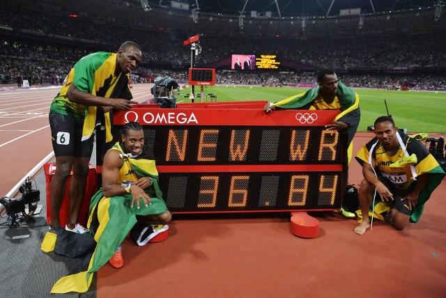En Londres,con Yohan Blake, Michael Frater y Nesta Carter, Bolt estableció un nuevo récord de 36,84 segundos en la prueba de 4×100 (Getty Images)