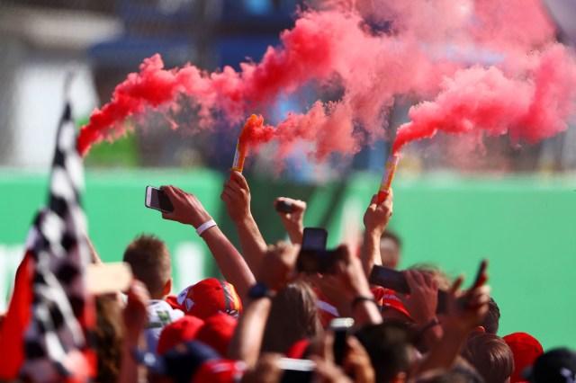 El humo rojo pintó el aire de Italia