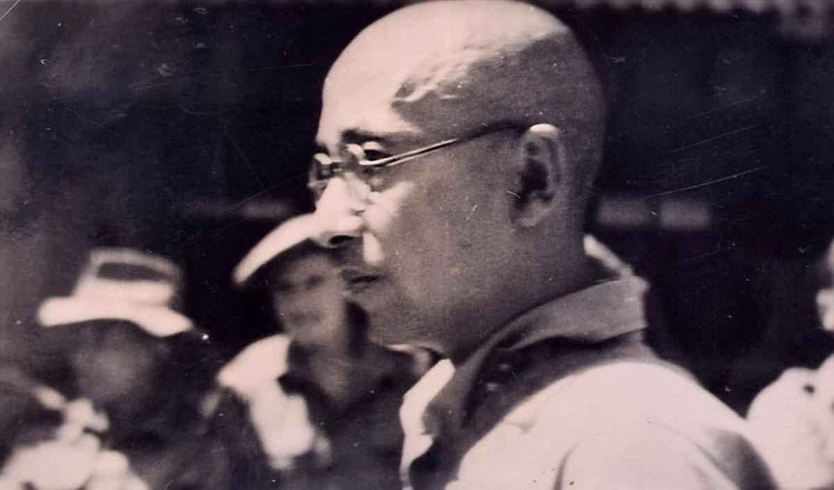 Un guardia japonés en un campo de concentración