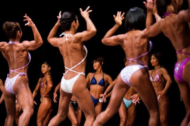 Anualmente, mujeres compiten por la mejor figura en el concurso de fisioculturismo (AFP)
