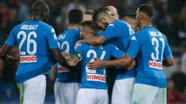 Napoli es el actual líderen un certamen más comprometido con el balón(AP)
