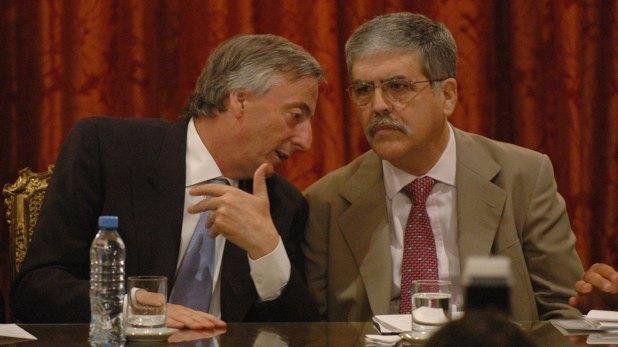 Julio De Vido con Néstor Kirchner. Fue uno de los ministros más poderosos de los 12 años del kirchnerismo (NA)