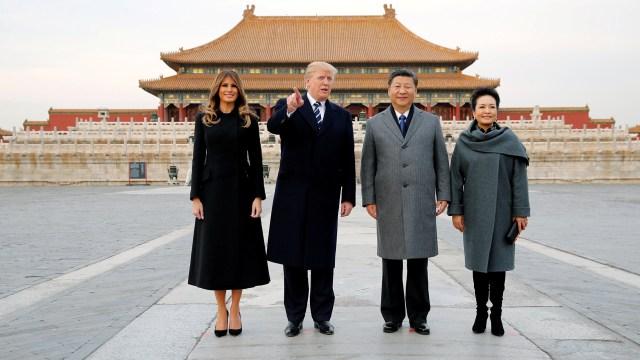 Donald Trump y su esposa Melania visitan la ciudad prohibida junto con el presidente chino Xi Jinping y la primera damaPeng Liyuan (REUTERS/Jonathan Ernst)