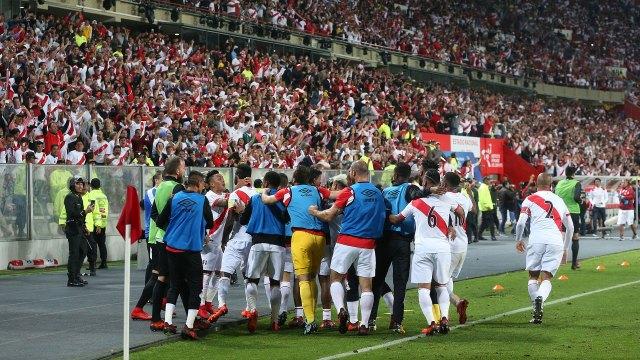 Perú clasificó para el Mundial de Rusia al ganarle 2-0 a Nueva Zelanda en el repechaje (AFP)