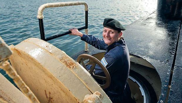 Postales de su trabajo. Eliana es la primera mujer submarinista de Sudamérica, la única con cargo oficial y la flamante jefa de armas del ARA San Juan aún desaparecido en las profundidades del mar. ¿Su sueño? Convertirse en la primera comandante de submarinos de la historia de la Armada Argentina.