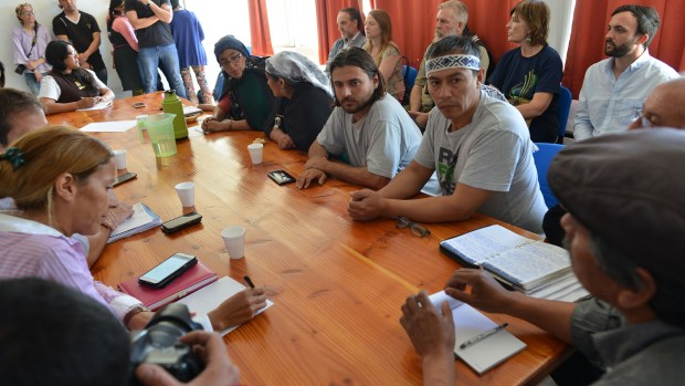 Mesa de diálogo entre el Gobierno, los mapuches y la Iglesia (Enviado especial de INFOBAE)
