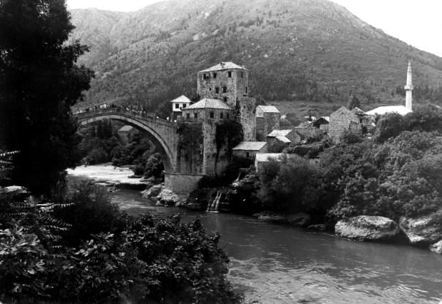 El puente de Mostar en 1978. Fue destruido en 1993 tras 427 años en pie, y luego reconstruido