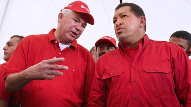 Rafael Ramírez , entonces ministro de Petróleo y Minería, junto al fallecido Hugo Chávez