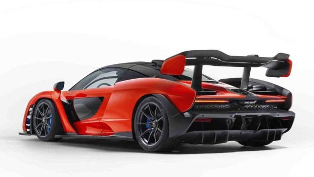 """""""El Senna es un auto como ningún otro: la personificación del ADN deportivo de McLaren, homologado para el uso legal en carretera pero diseñado y desarrollado para ser excelente en circuito. Cada elemento en este nuevo Ultimate Series McLaren está enfocado a las prestaciones, perfeccionado para garantizar la conexión más pura entre conductor y máquina, y ofrecer la mejor experiencia de conducción en circuito de la manera en que solo McLaren puede"""", definió Mike Flewitt, consejero delegado de McLaren."""