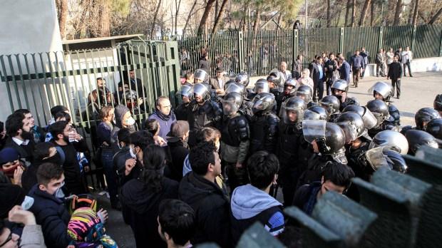 Los manifestantes fueron reprimidos por las fuerzas iraníes (AFP)