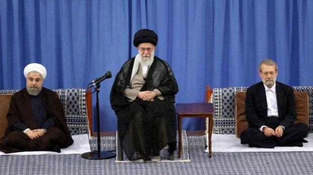 Segev habpia acordado espiar para el régimen de Irán. En la foto el presidente Hasan Rohani, el líder supremo Ali Khamenei y el presidente del parlamento, Ali Larijani (Reuters)