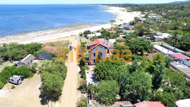 En Playa Verde, Balcedo poseía una mansión con mirador al mar