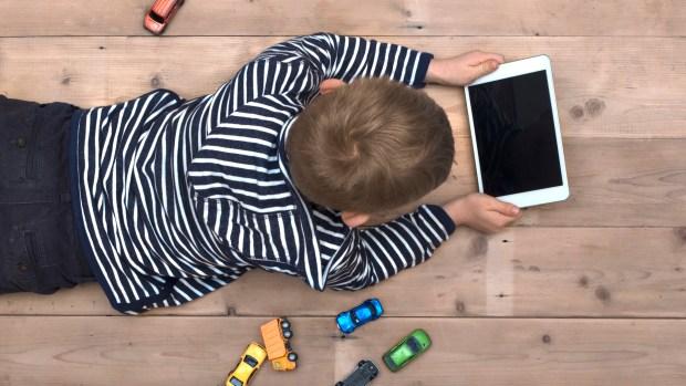 Los niños Alpha son decididos, inteligentes y conectados. Pendientes de la tecnología a su servicio y estilo de vida. Su proceso educativo es más largo y en detrimento de los juegos tradicionales.