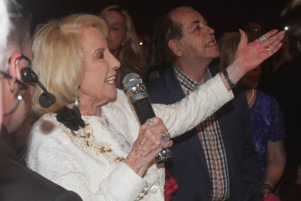 Una vez finalizada la obra, le cedieron el micrófono a Mirtha, que le dedicó a Carmen unas palabras de agradecimiento