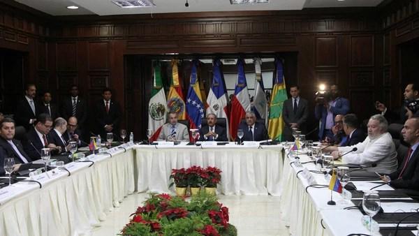 La mesa de diálogo entre el Gobierno y la oposición venezolana en Santo Domingo