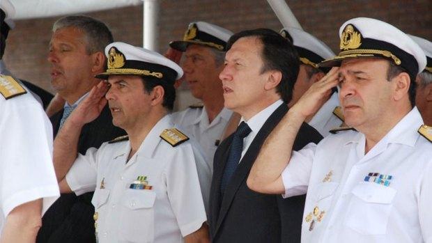 El contraalmirante retirado Manuel Guillermo Tomé (a la izquierda) reclamó una autocrítica a las Fuerzas Armadas
