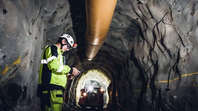 La automatización de la mina ubicada en Garpenbergtambién se ve en los túneles, donde bajan pocos trabajadores muy conectados (Tomas Westermark/Boliden)