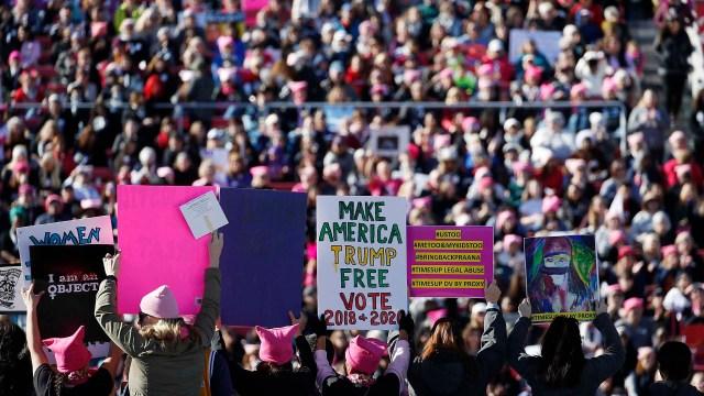 Miles de mujeres se manifestaron en Las Vegas este domingo (AP Photo/John Locher)
