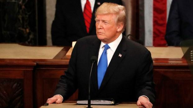 """Donald Trump calificó de """"desastroso"""" el acuerdo comercial entre EEUU y Corea del Sur (REUTERS)"""