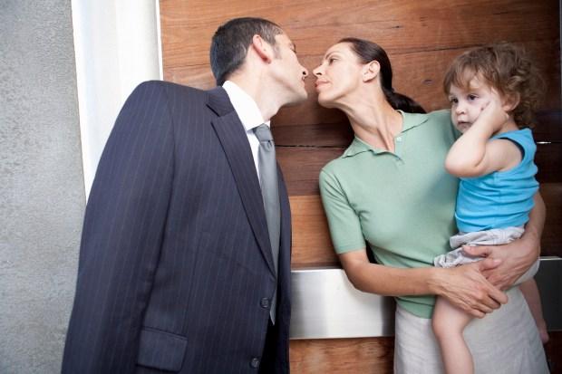 La salida de la mujer al ámbito laboral le otorgó oportunidades para conocer a otras personas (Getty Images)
