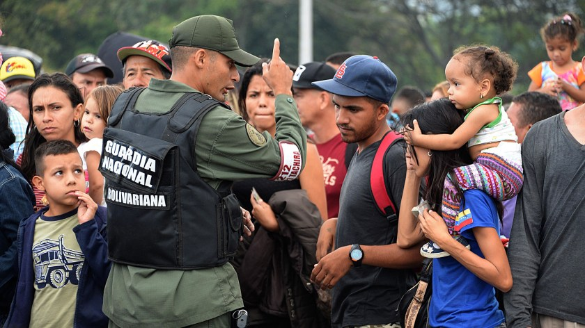 Miles de venezolanos huyen de su país por la crisis. (AFP)