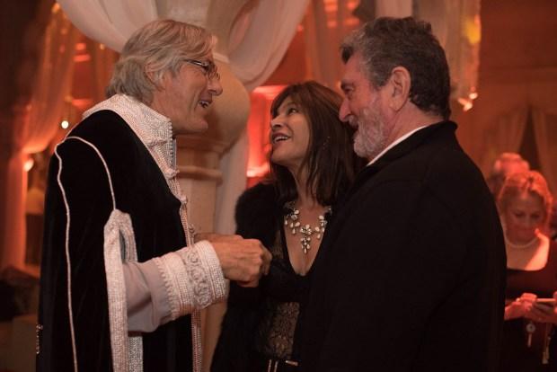 Alejandro Roemmers saluda a Carlos de Narváez y Mariana Hartz de Narváez