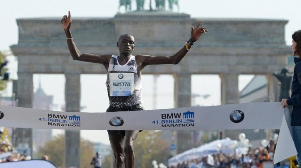 Dennis Kimetto logrando el récord en la Maratón de Berlín 2014