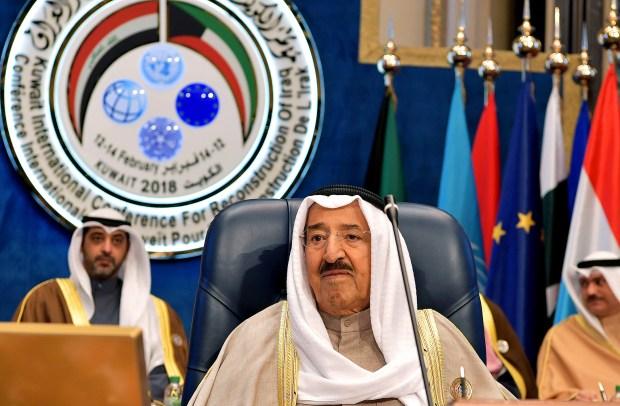El emir de Kuwait, Sabah al Ahmad al Jaber al Sabah durante el segundo día de la conferencia internacional para la reconstrucción de Irak (AFP)