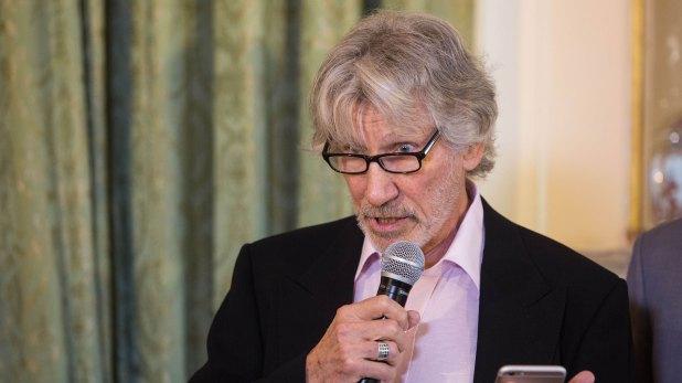 Durante ocho años Roger Waters mantuvo contacto con la periodista de Infobae, mostrando su enorme compromiso para ayudar a las madres de Malvinas con el proceso de identificación (Télam)