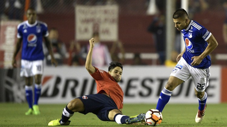 Benítez, uno de los destacados en el equipo de Holan, será titular esta noche (AFP)