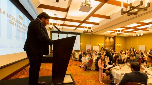 El ministro le explicó a Infobae que las ideas políticas no forman parte del criterio de selección de artistas para los envíos nacionales