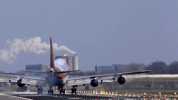El aeropuerto de Ámsterdam suele estar atravesado por fuertes vientos