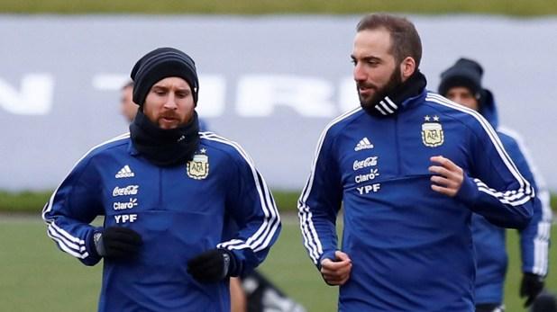 Lionel Messi y Gonzalo Higuaín, dos de los delanteros que ya se aseguraron su pasaje (Reuters)