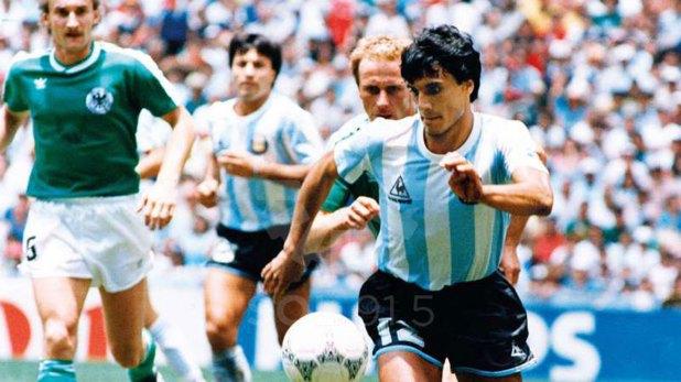 Héctor Enrique en la final ante Alemania en el estadio Azteca